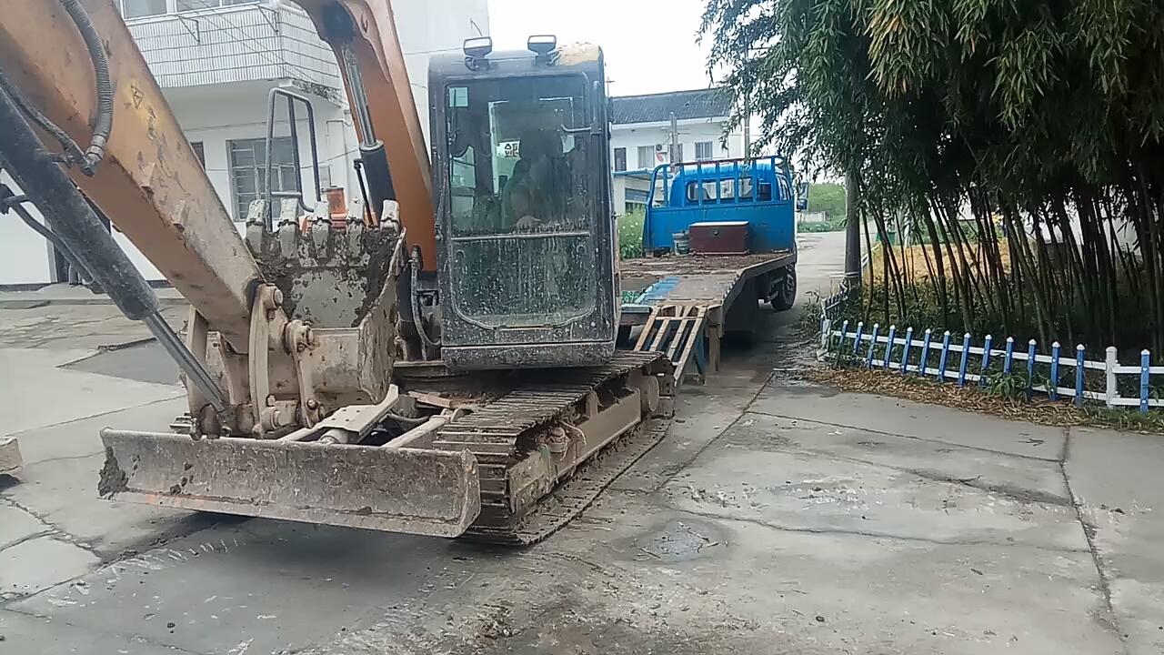 【铁甲日记第三天】高手在民间,看老司机把挖机倒上板车