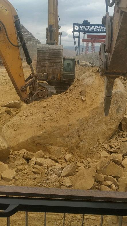 兄弟同心挖石头