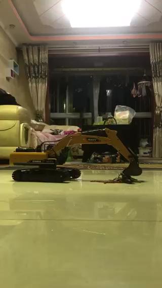 铁甲送的三一遥控挖掘机!