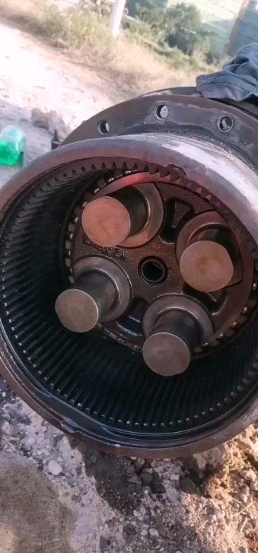 卡特307E2大家看看怎么拆 到这里就没有螺丝了