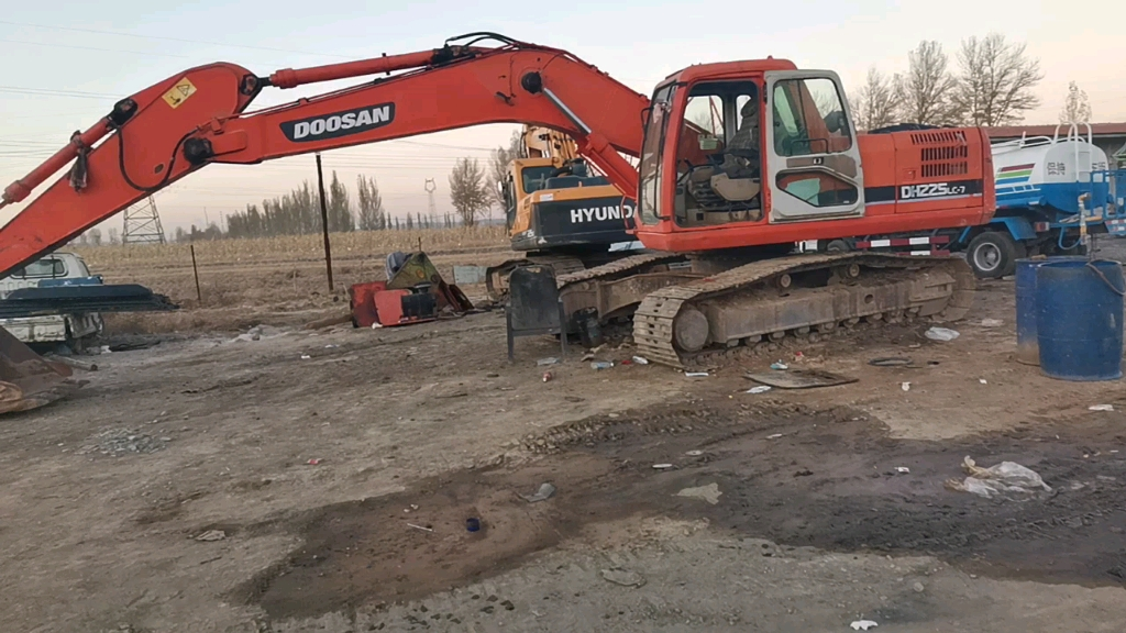 飞哥说车(11):08款斗山DH220-7挖掘机简评