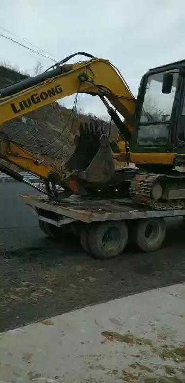 拖拉机和托盘,来回运挖掘机-帖子图片
