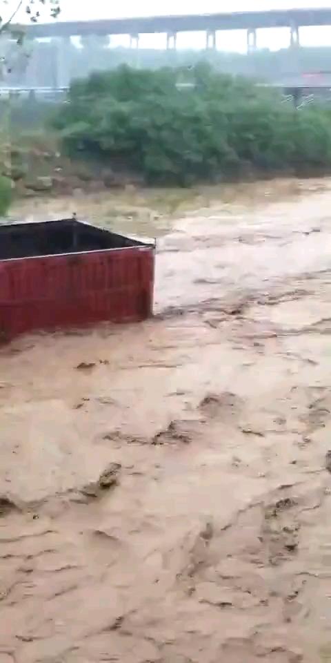 下大雨,又被淹,太惨了