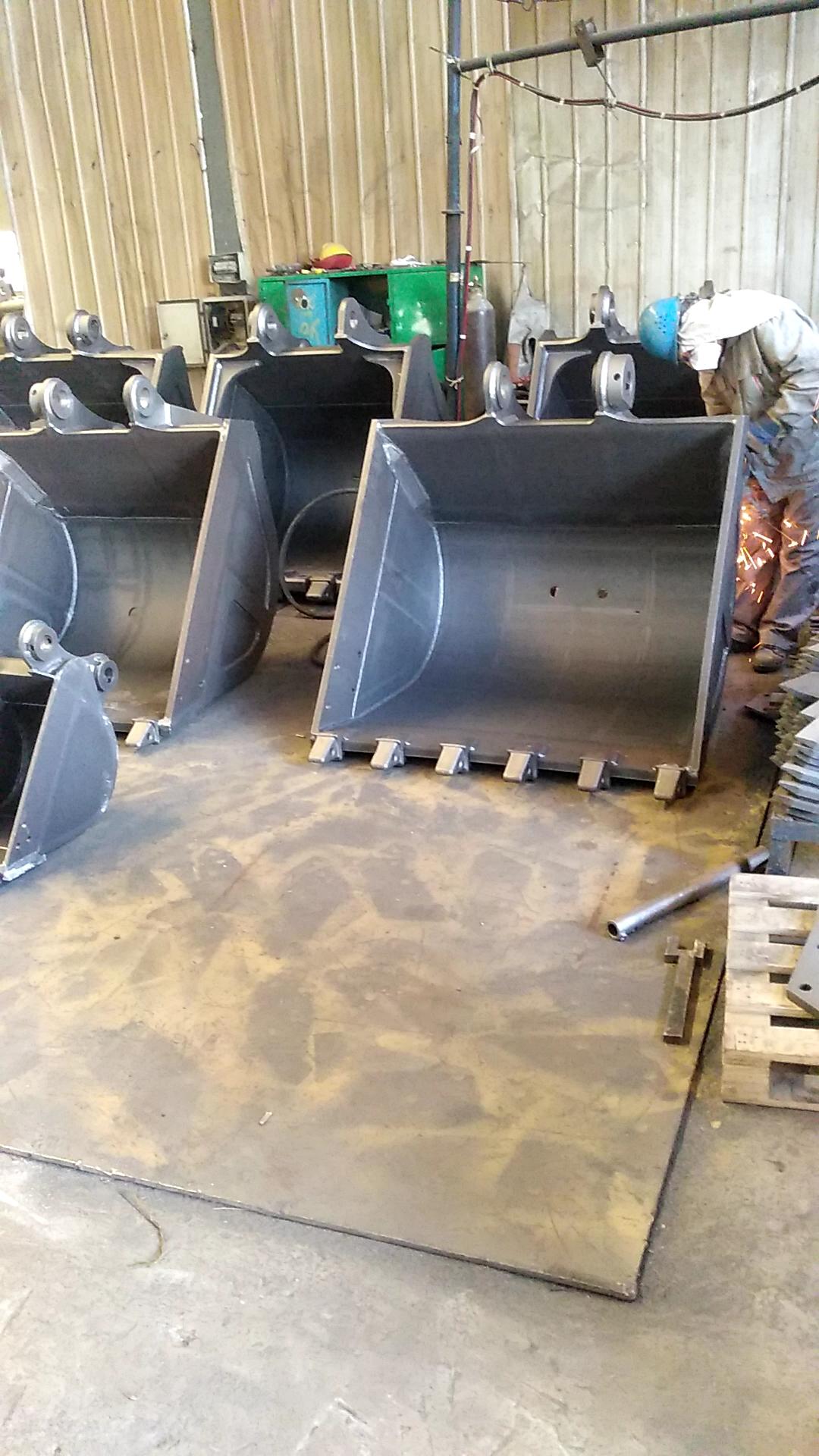 挖斗抛丸后处理,消除焊接应力,更耐磨!