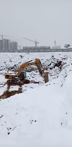 雪中打石头