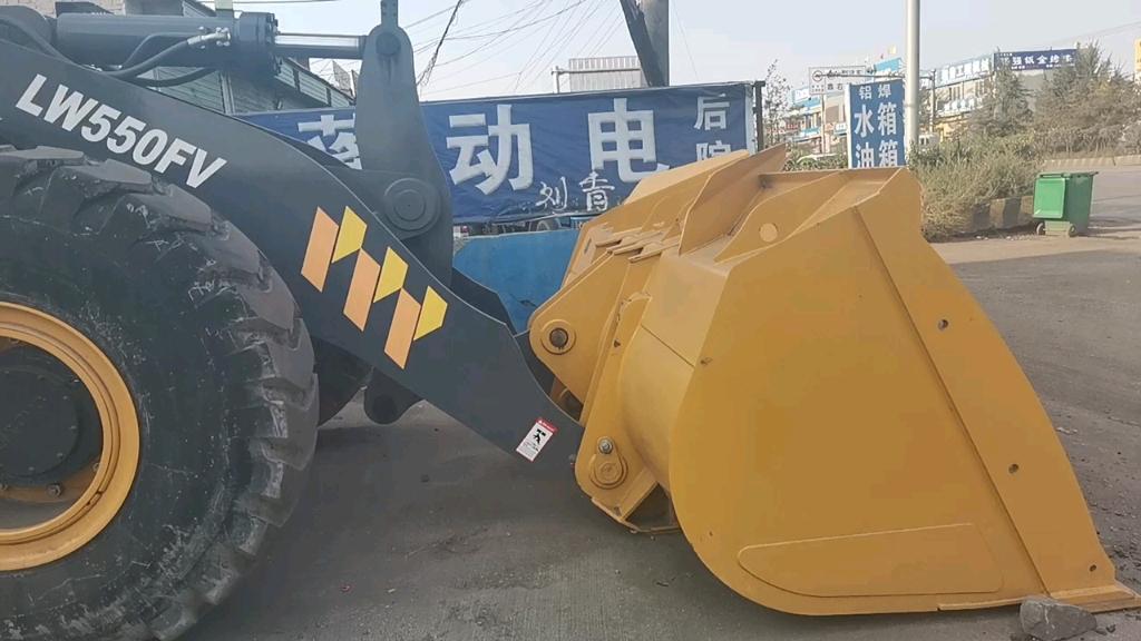 【飞哥说车】偶遇徐工LW550FV装载机
