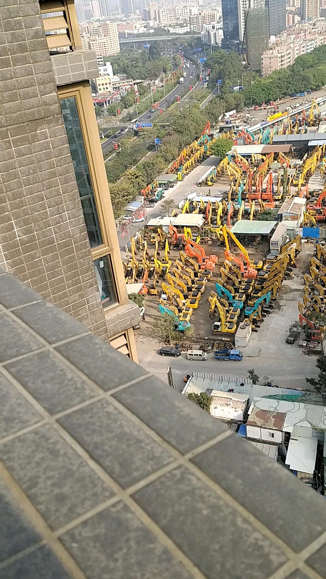 凤凰机械城全景拍摄,超级多挖机