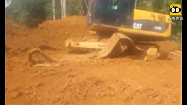 有视频有教程,教你如何给挖机上履带