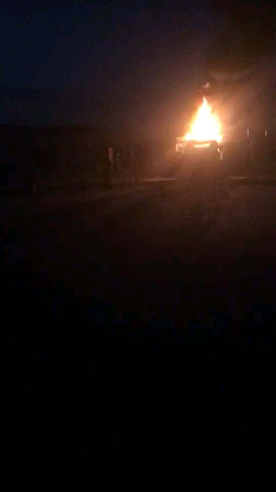 挖机自燃了,只能卖废铁了,太可惜了。。。