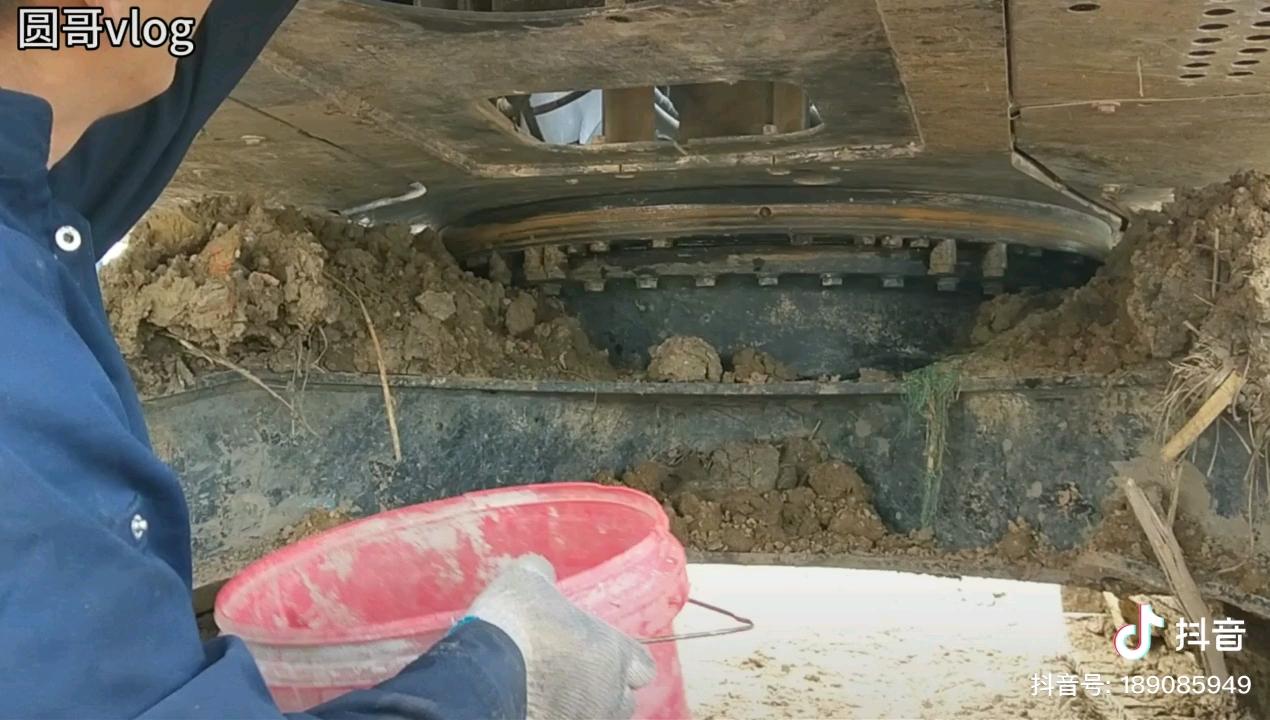 挖掘机日常保养