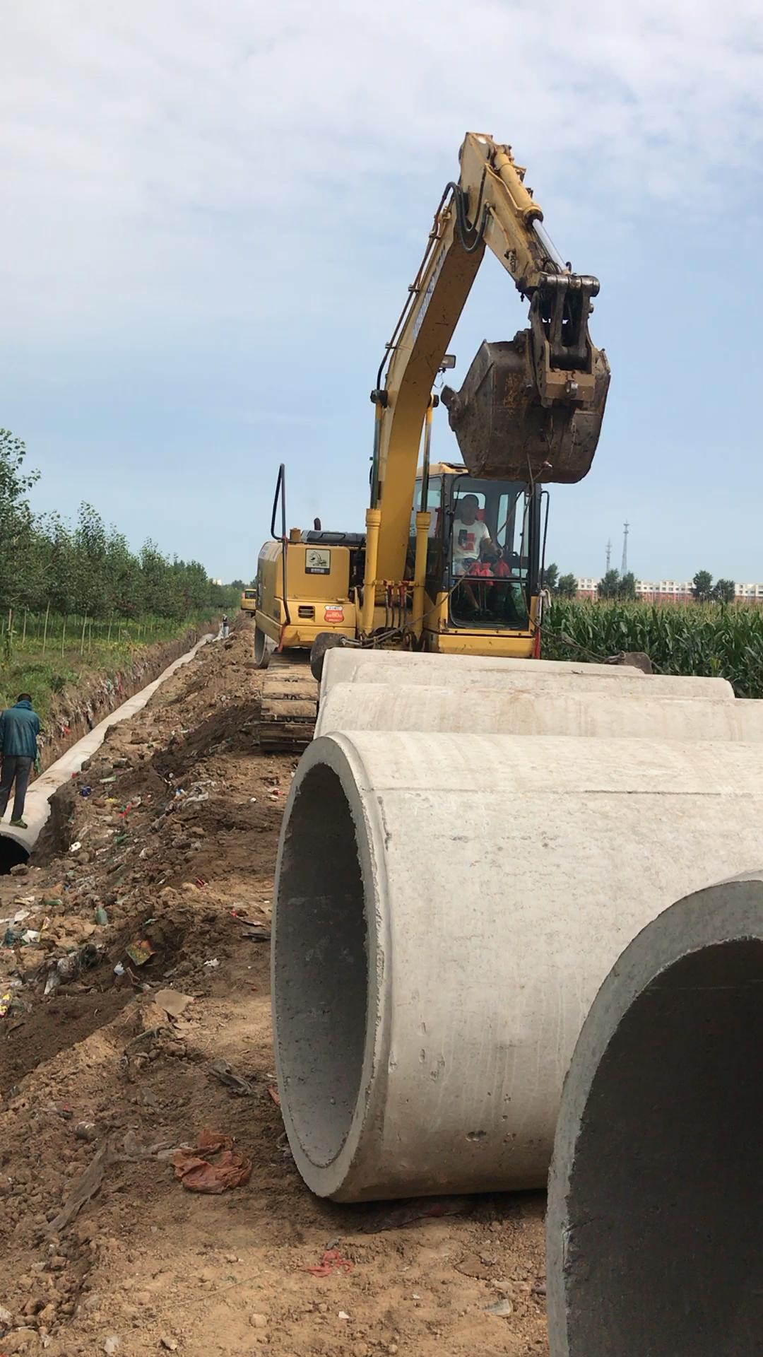 挖掘机管道施工
