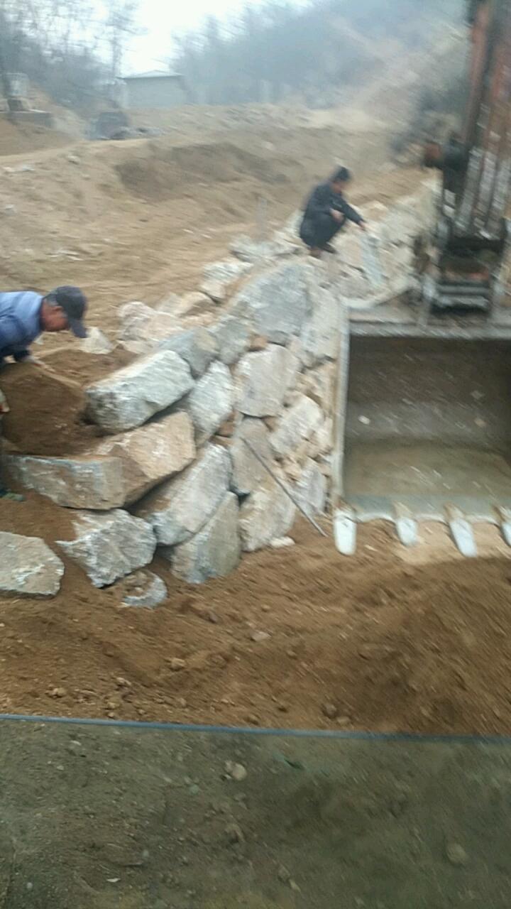 【视频征集】开挖掘机怎么砌石墙?学会这几点,新手秒变老司机!