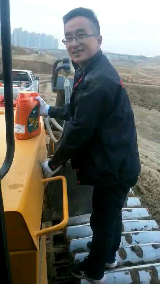 烧机油的柳工