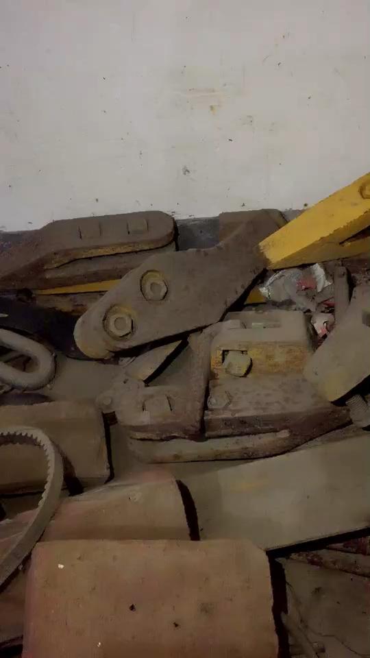 30铲车斗齿,房子拆迁,没地放了,出价拿走~