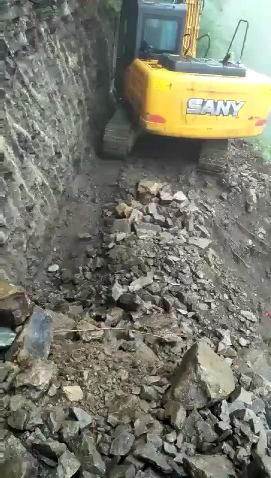 艺高人胆大!这挖掘机开的真溜