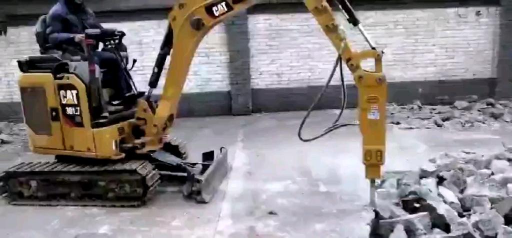 【铁甲视频】车小力量大