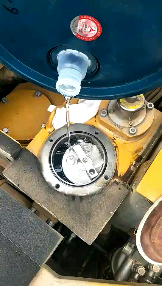 三一55挖掘机2000小时全套大保健(内附视频)