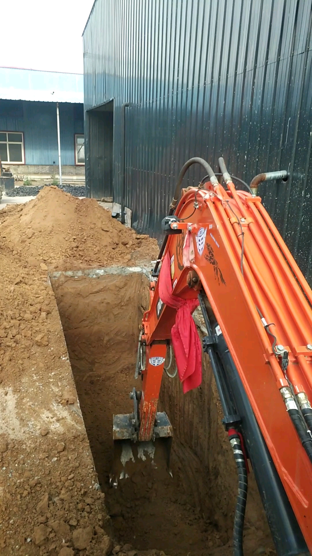 【铁甲视频】挖个小水坑