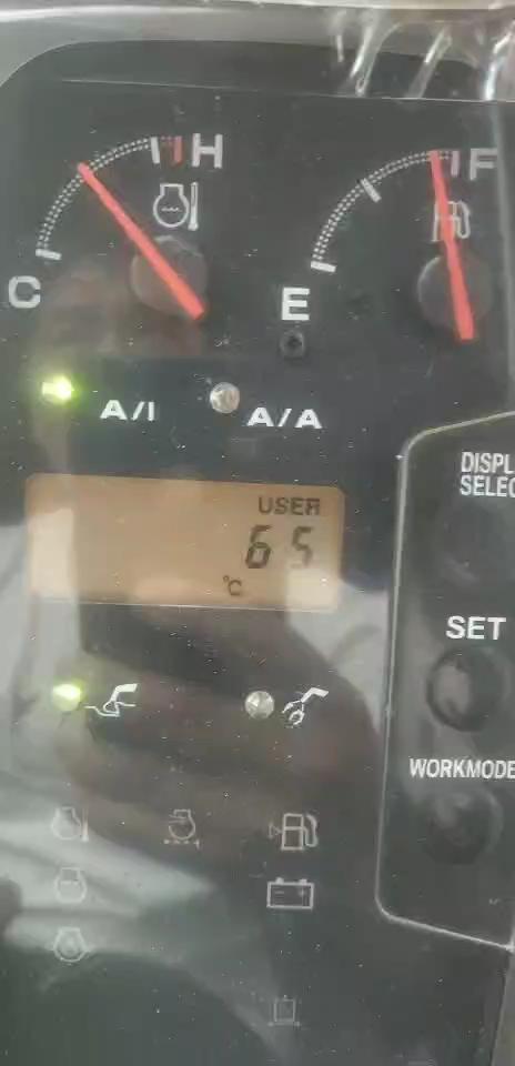 水温高,冒黑烟动作慢。日立330。