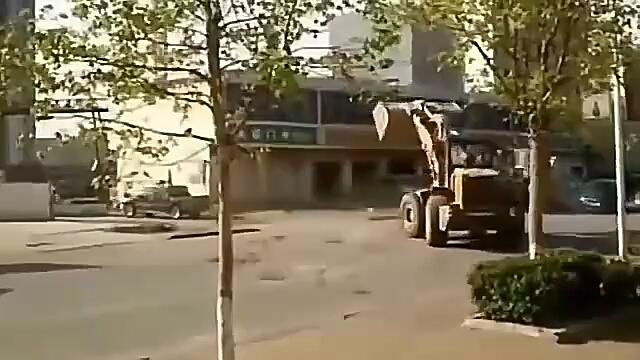 来,来,来大战三百回合,铲车大作战!