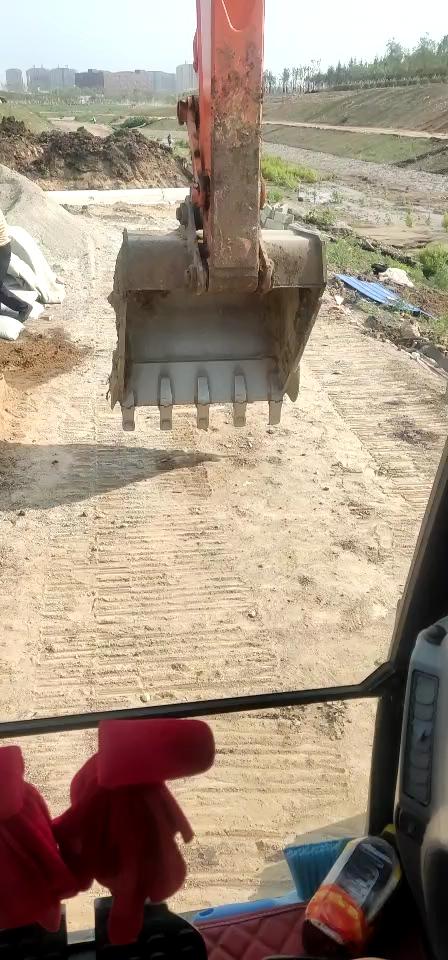 夏天没有空调的挖机也能凉爽的工作