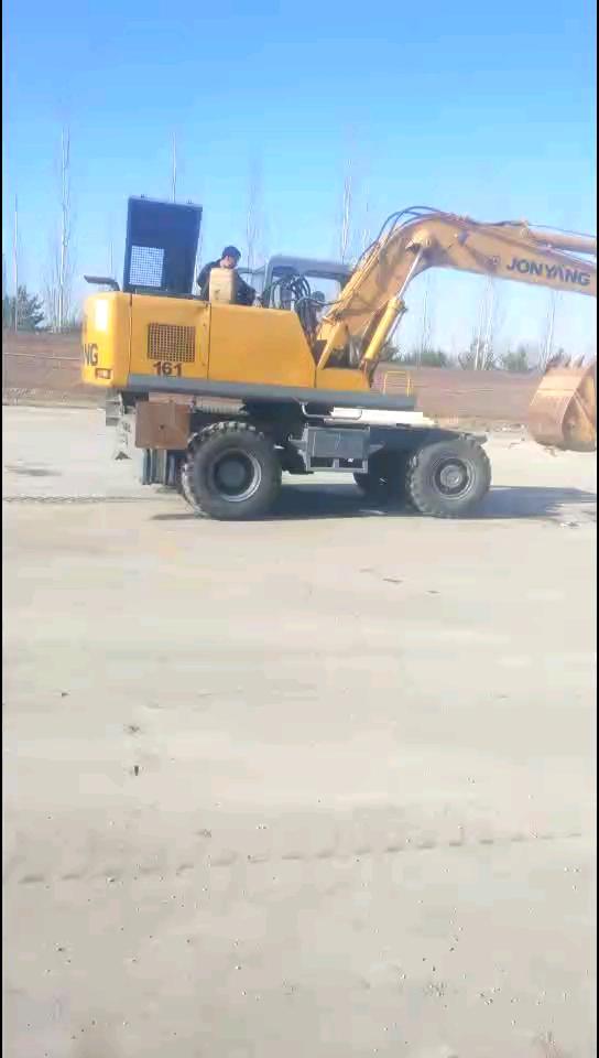 【飞哥说车17】挑战全网最老轮式挖掘机!绝对是行业元老!