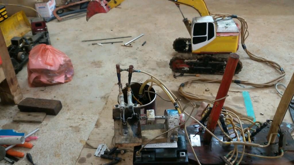 自制液压挖掘机,有没有活?随叫随到那种