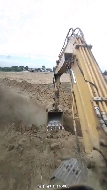 想要沟边儿切的好 挖机站位很重要!