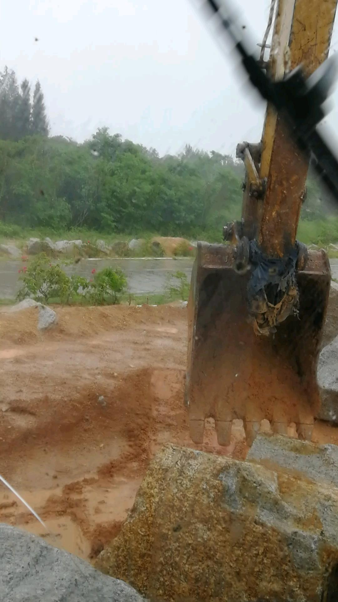 【操作达人】四两拨千斤,挖石头如何发力?