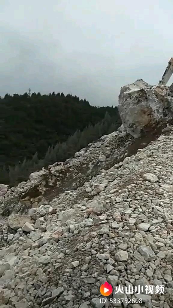 再大的石头都不怕,挖机就是干!!