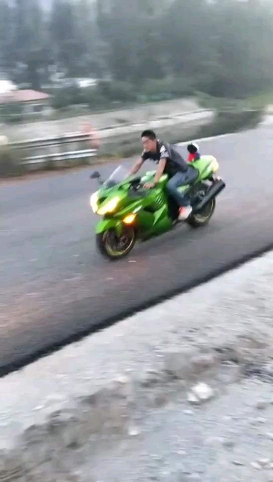 有没有玩摩托的甲友