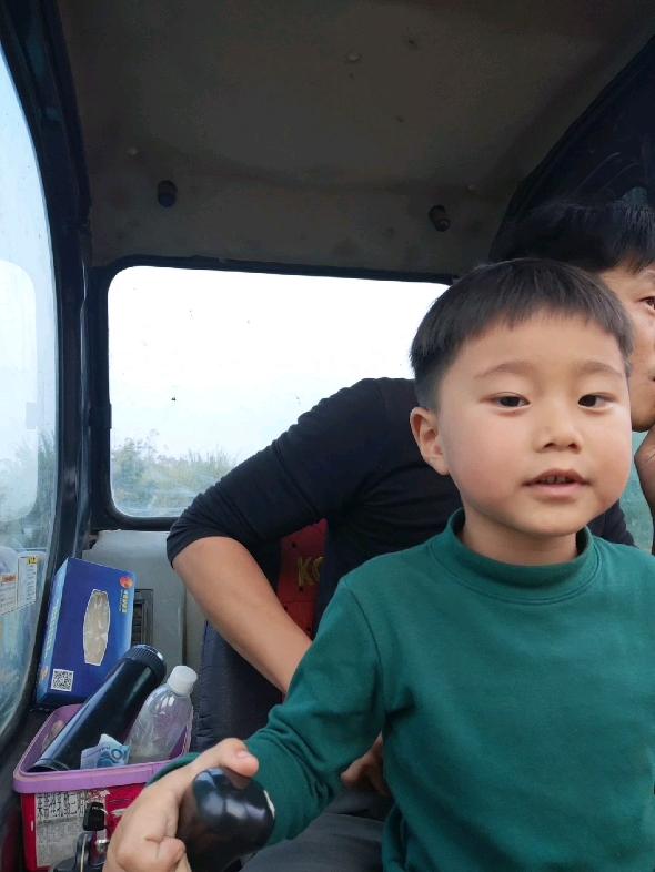 广东省内求工作,雨季来了,自家挖机没活干。
