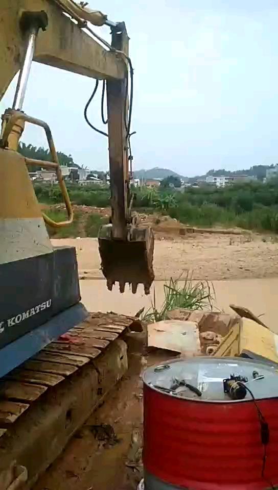【暴雨抢修】小松120-5无电脑板修复沉音,雨中抢修