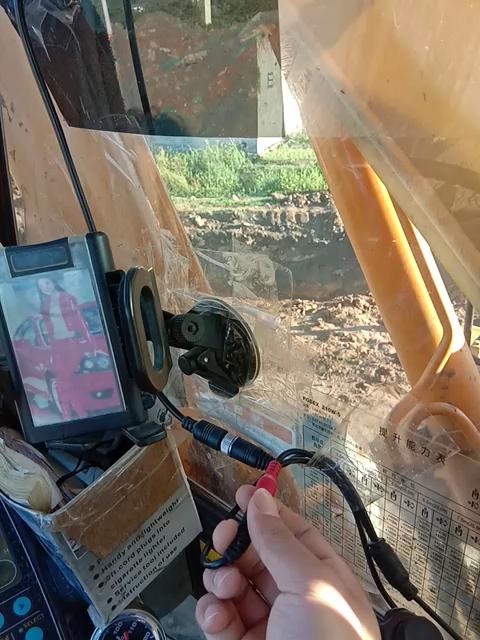 【维修记】现代轮挖装摄像头