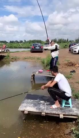 吊车还能用来钓鱼,会玩会玩[表情]