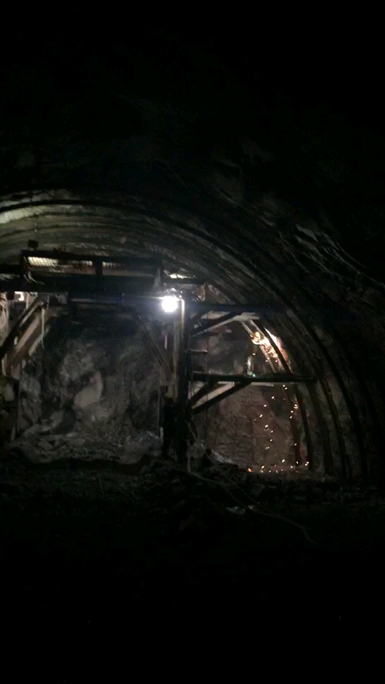 工程机械在隧道的工作流程