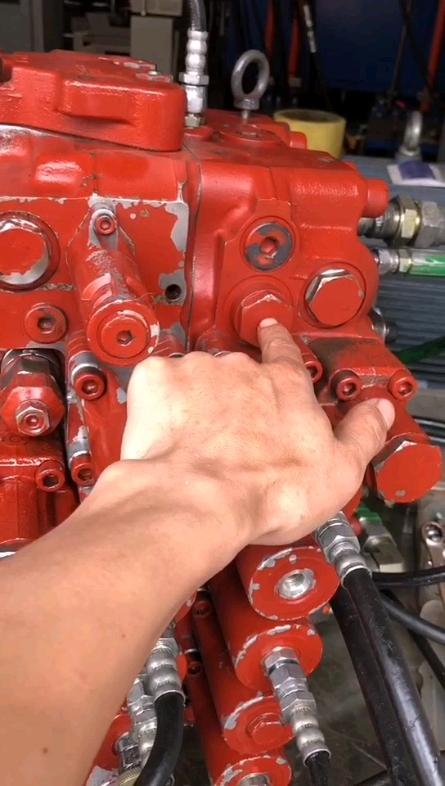 【牛挖修液压】第26期:山河智能210挖掘机分配器维修案