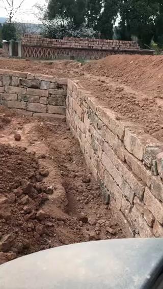 挖掘机砌保坎专业的-帖子图片