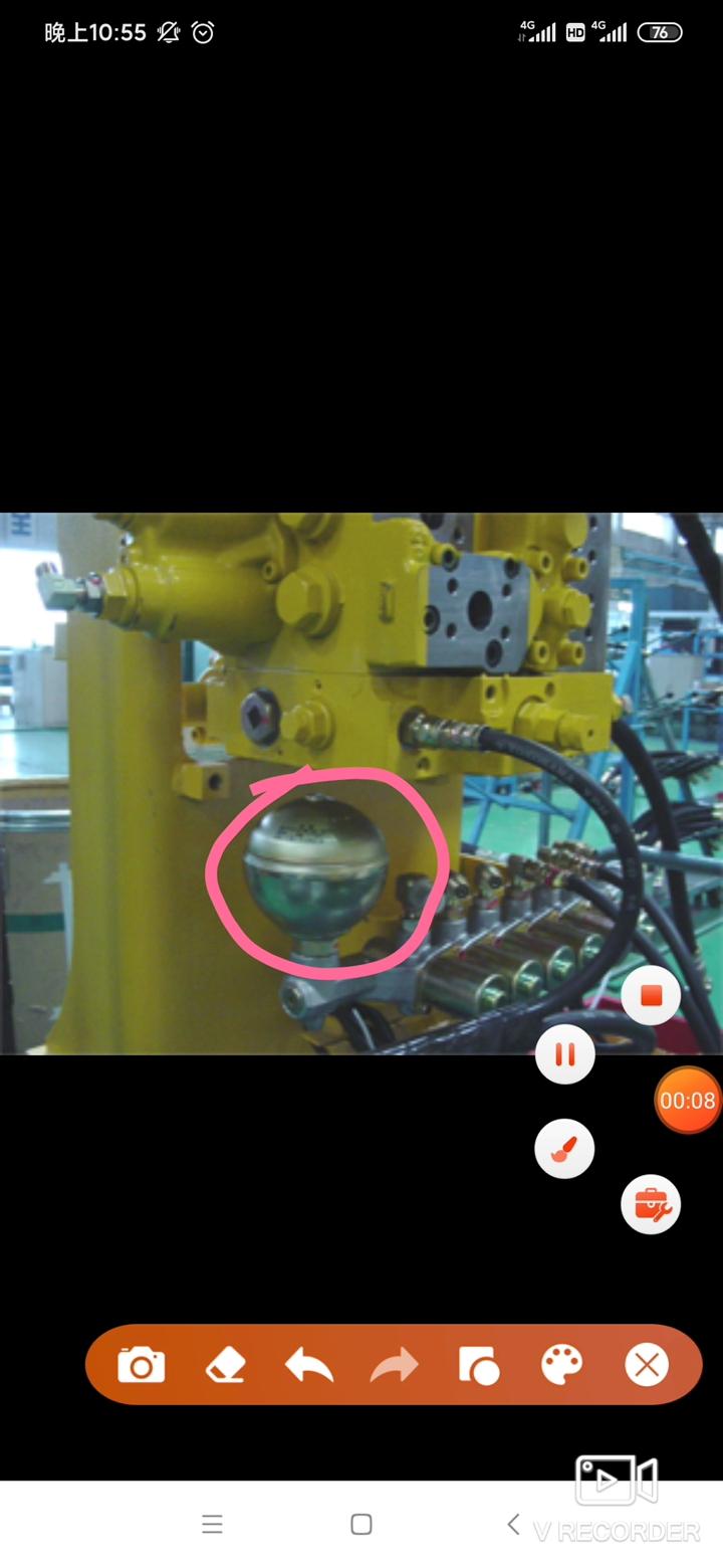 挖掘机蓄能器的结构与功能