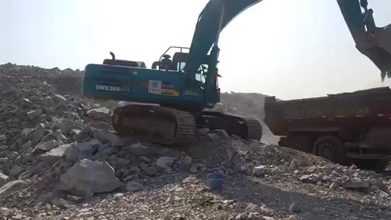 山河智能SWE365E-3装车作业