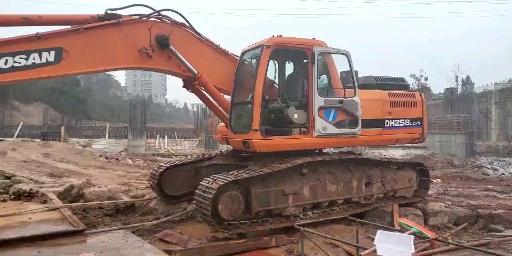 老挖机也有春天,元老级斗山-5挖掘机高温无力憋车已解决!