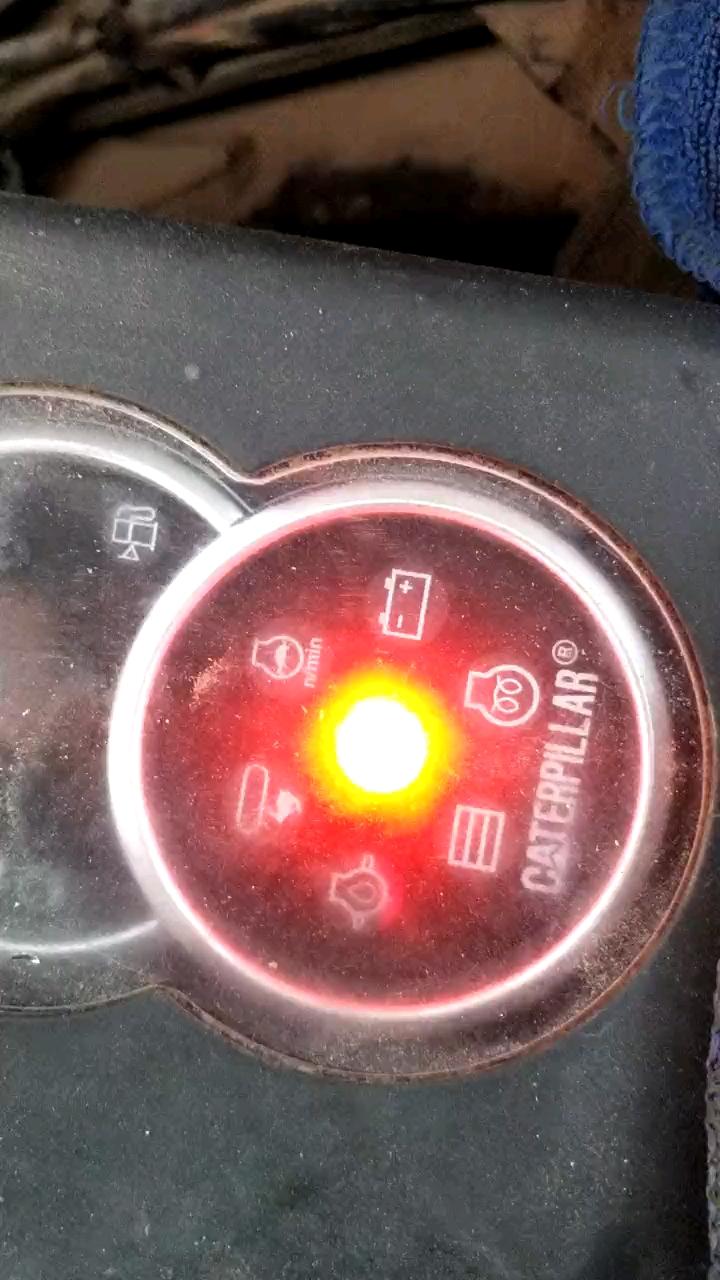 哪位甲友知道卡特304这中间的灯闪是怎么回事,