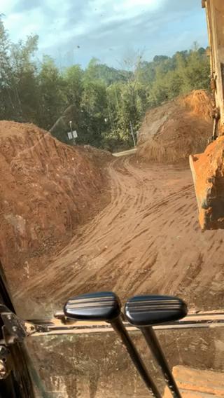 有沒有招挖掘機駕駛員的-帖子圖片