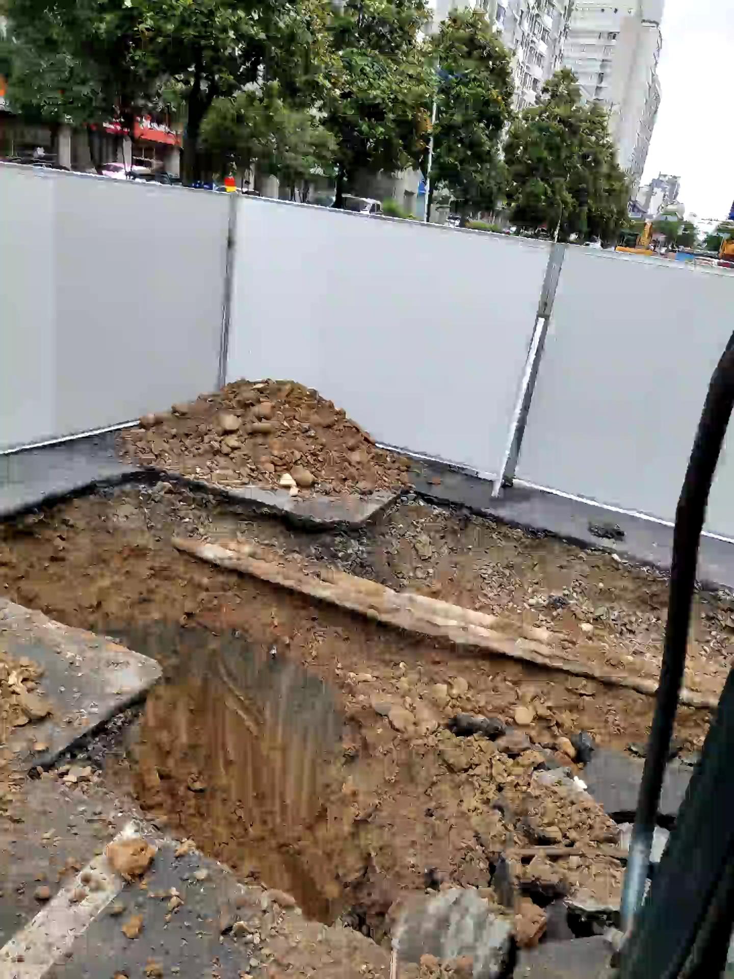 十多年来都是在山边边挖,这回算是来到市中心了