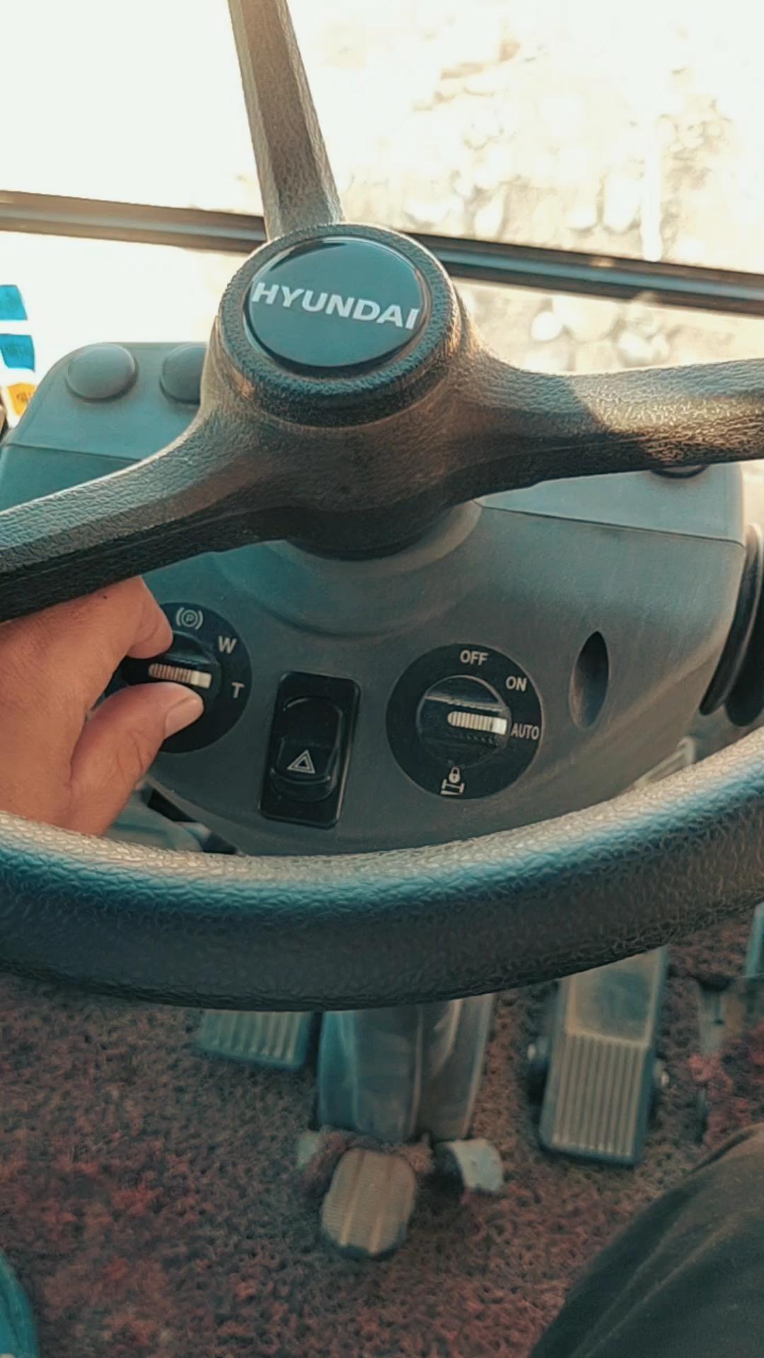 【铁甲视频】现代150轮挖的操作按钮以及功能