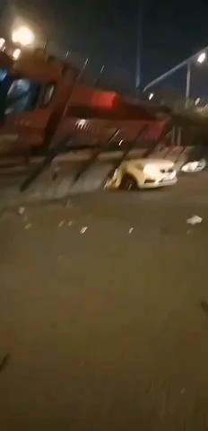突发:无锡高架塌了