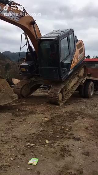 凯斯130C上拖车视频