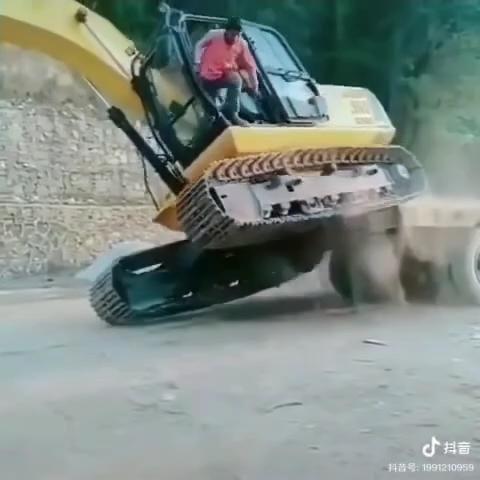 拉挖机还是需要专业的平板运输车