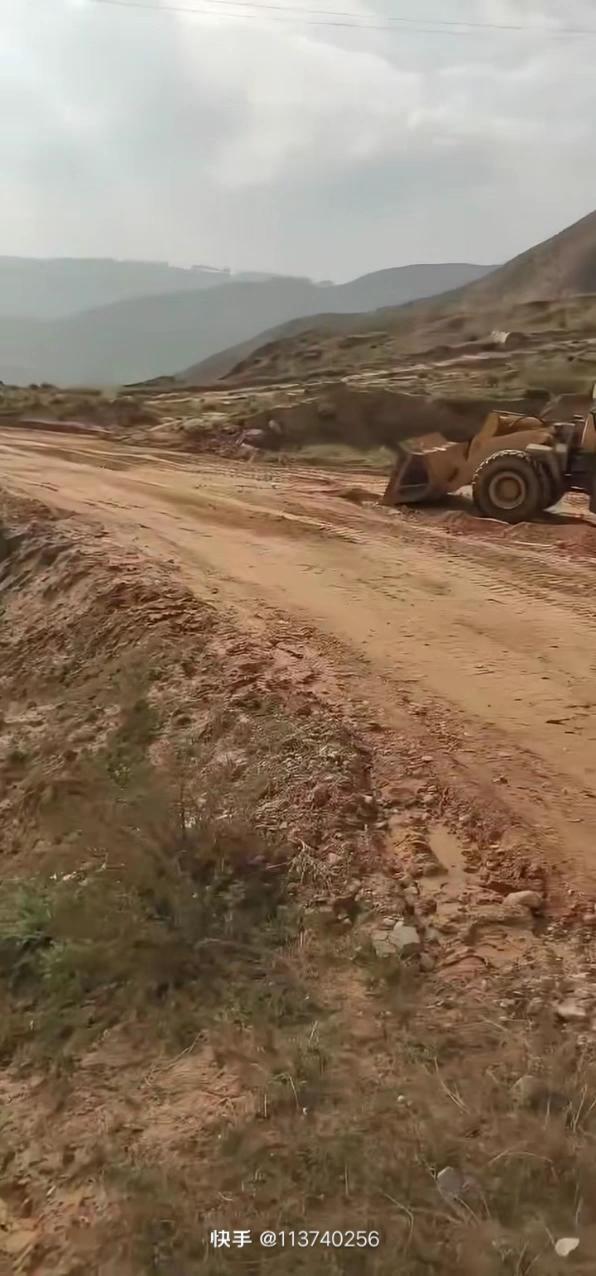 这样的土质你能开路么,还不能太宽,腿抖啊