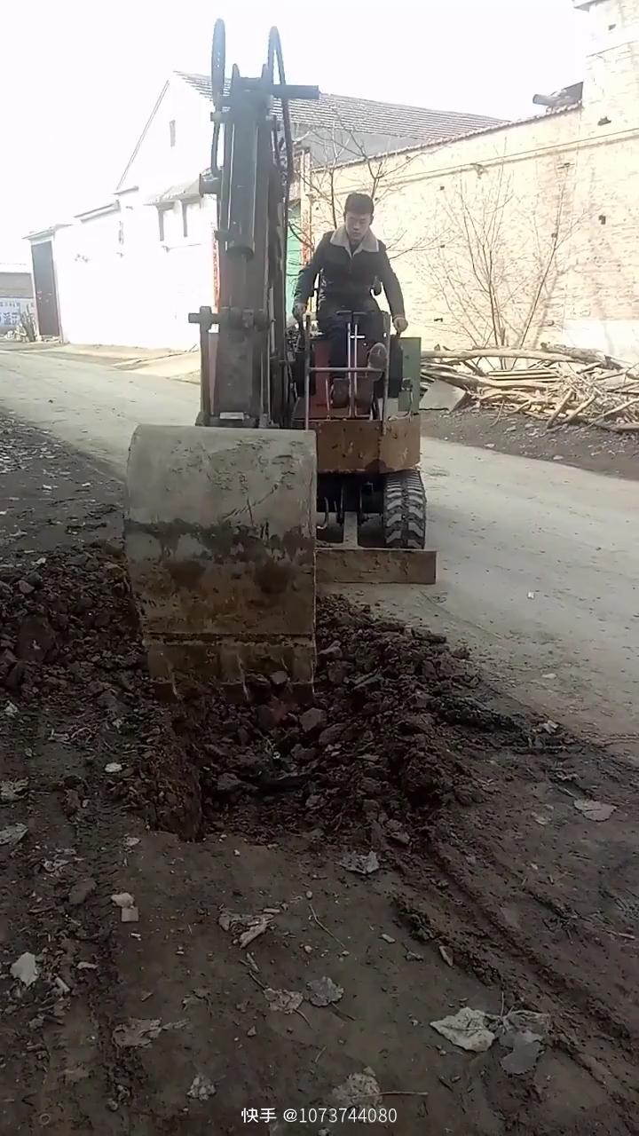 自制小挖机挖水管